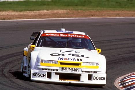 Keke Rosberg ajoi Opelilla DTM-sarjassa.