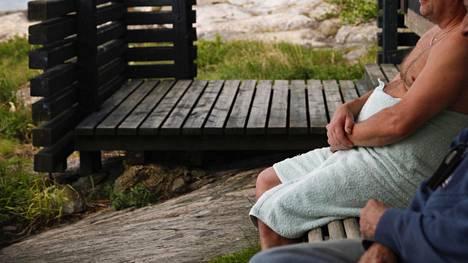Amerikkalaismies puolestaan nautti Suomesta ja saunasta ja teki havainnon kahden maan kulttuurieroista.
