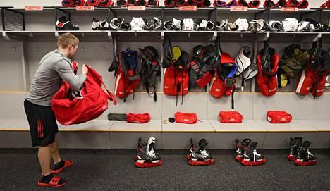 Detroitin kotiareenaa tyhjennettiin viime viikolla, kun NHL-kausi keskeytettiin. Carolinan televisiotoimittajalle John Forslundille vierailu Detroitiin oli epäonnekas.
