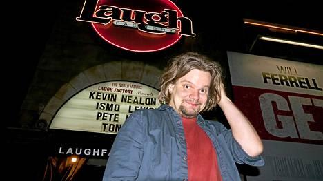 Ensimmäiset Amerikan-kiertueen keikoistaan Ismo Leikola heitti Laugh Factoryssa Los Angelesissa.