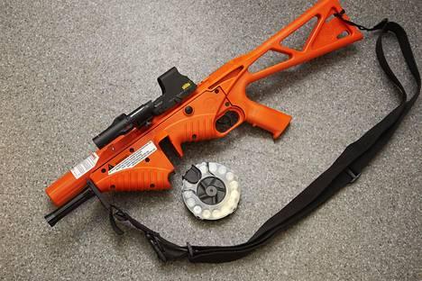Paineilma-aseen ammus tekee osuessaan kipeää, mutta on huomattavasti kumiluoteja turvallisempi vaihtoehto.