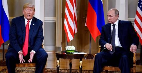 Presidentit lehdistötilaisuudessa.