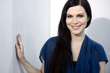 Vuonna 2014 laulajalla oli pikimustat hiukset.