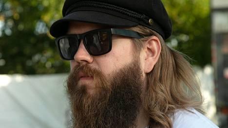 Koskinen on suosinut vuosikausia muhkeaa partaa ja pitkää tukkaa.