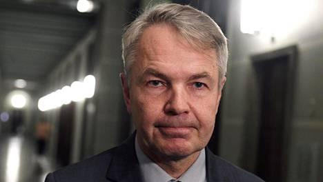 Ulkoministeri Pekka Haavisto (vihr) sai moitteet perustuslakivaliokunnalta, mutta syytekynnys ei ole ylittymässä.