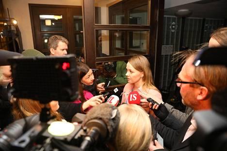 Keskustan puheenjohtaja Katri Kulmuni kertoi keskustan puoluehallituksen kokouksen annista keskustan puoluetoimistolla maanantai-iltana Helsingissä.