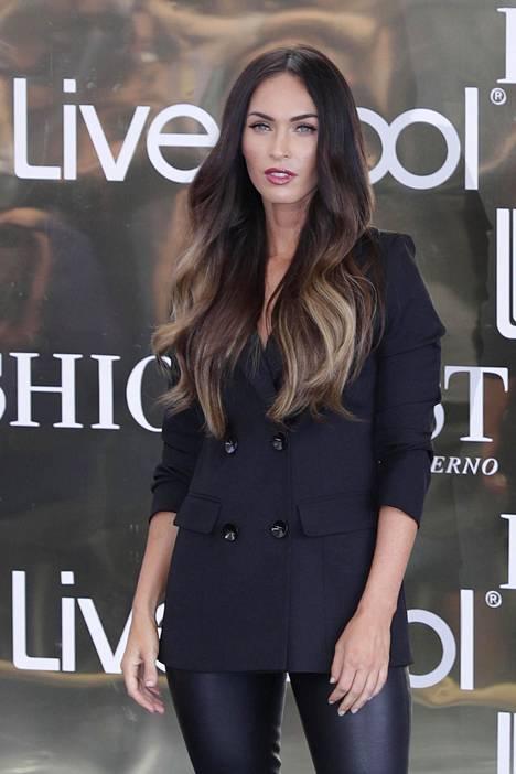 Viime vuosina Megan on nähty esimerkiksi pitkässä ja liukuvärjätyssä tukassa.