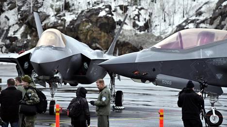 Hornetin seuraajaehdokas F-35-hävittäjiä Pirkkalassa helmikuussa.
