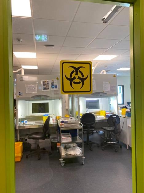 Suomalaisten koronatestausta tehdään kotimaassa alle kymmenessä laboratoriossa. Kuvassa Synlabin EU-hyväksytty laboratorio Virossa, joka testaa noin 500 koronanäytettä vuorokaudessa.