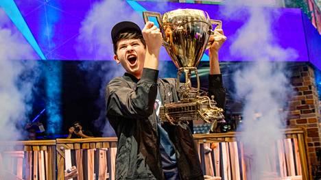 """Kyle Giersdorf eli """"Bugha"""" oli 16-vuotias, kun hän voitti Fortniten maailmanmestaruuden ja kolme miljoonaa dollaria."""
