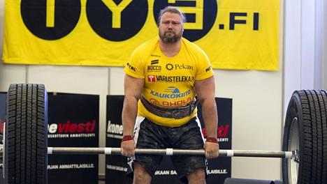 Voimamies Mika Törrö on 205-senttinen ja yli 170-kiloinen.