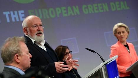Ilmastokomissaari Frans Timmermans ja Euroopan komission puheenjohtaja Ursula von der Leyen komission tiedotustilaisuudessa.
