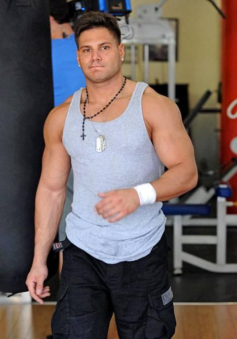 Ronnie Ortiz-Magro oli yksi Jersey Shoren lihaskimpuista. Vuonna 2010 sarjaa kuvattiin Miamissa.