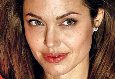 Silmää naiskauneudelle. On myös Angelinalla, joka uskoo muiden naisten pitävän häntä vähän tuhmana!