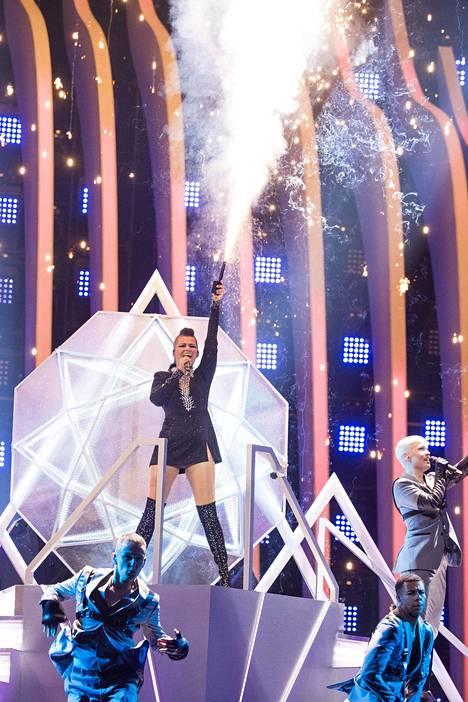Saara Aalto esiintyy euroviisujen lauantaisessa finaalissa esiintymisnumerolla 17.