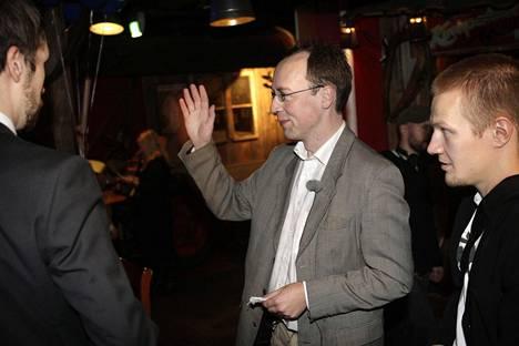 Kaupunginvaltuustoon! Jussi Halla-aho perussuomalaisten vaalivalvojaisissa ravintola Zetorissa lokakuussa 2008.