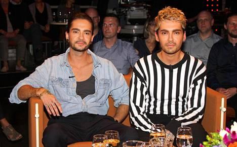 Kaulitz tunnetaan takavuosien suosikkiyhtyeestä Tokio Hotelista. Hänen kaksoisveljensä Bill Kaulitz (oik.) on yhtyeen laulaja.