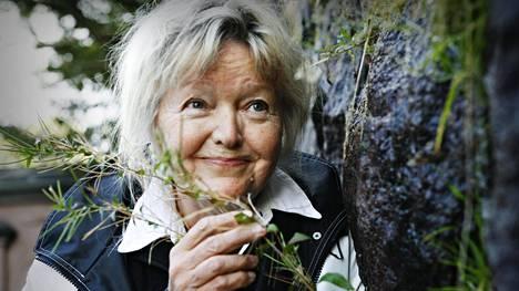 Näyttelijä Elina Salo kuvattiin Helsingissä vuonna 2007. Nykyään hän asuu osan vuodesta Pariisissa.