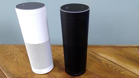 Amazonin Echo-älykaiuttimia. Laitteessa toimiva Alexa-tekoäly takelteli, kun siltä kysyttiin yhteydestä CIA:han.