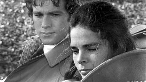 Ryan O'Neal ja Ali MacGraw kulttielokuvassa Love Story (1970).