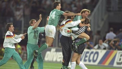 Länsi.Saksa juhlii MM-finaalipaikkaa.