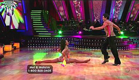 Mel B ja tanssija Maksim Chmerkovskiy näyttivät Tanssii tähtien kanssa -ohjelmassa taitojaan.