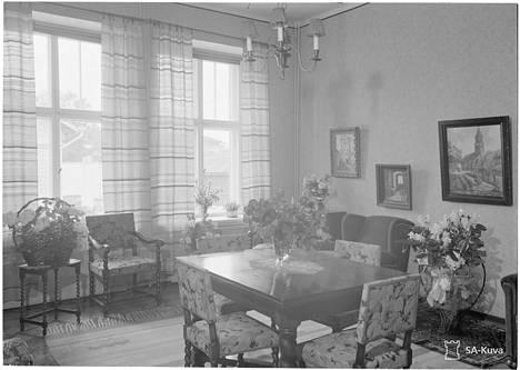 Mannerheimin sodanaikaisen yksityisasunnon ruokasali.
