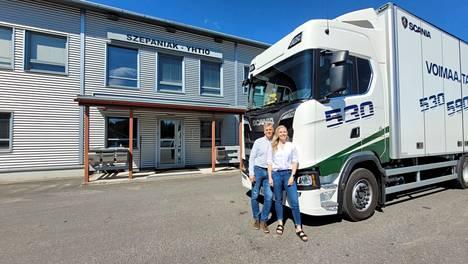 Lappeenrannan Joutsenossa toimivalla yrityksellä on vahva perheyhtiötausta: toimitusjohtaja Pekka Szepaniak edustaa toista polvea ja hänen tyttärensä kehityspäällikkö Karoliina Szepaniak kolmatta.