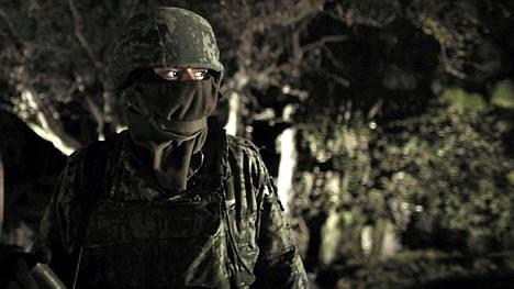 Meksikolainen sotilas huumerikollisjahdissa.