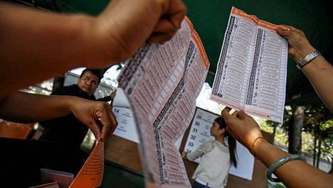 Thaimaan pääoppositiopuolue boikotoi sunnuntaina järjestettyjä vaaleja ja tähtää niiden tuloksen mitätöimiseen.