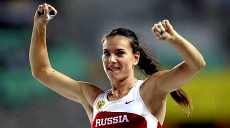 Jelena Isinbajeva aikoo palata urheilukentille.