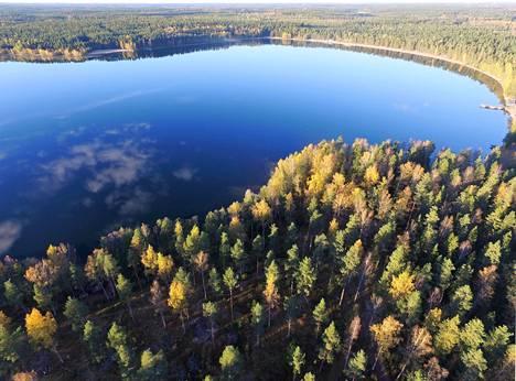 Sääksjärven vesi on jopa suomalaisittain ainutlaatuisen kirkasta.