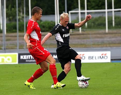 Pekka Lagerblom FC Lahden paidassa kesällä 2015 Euroopan liigan karsintaottelussa Elfsborgia vastaan. Lagerblom harjoitteli Lahden kanssa kuukauden ajan tänä talvena.