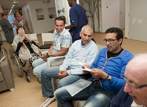Ulla Laine nautti musiikkituokiosta yhdessä Qusay-Kaabin, Alin ja Salaheldin Mohamedin kanssa.