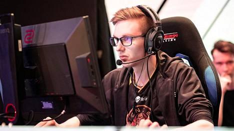"""Sami """"xseveN"""" Laasanen siirtyi elokuussa ENCEstä HAVUun. Osapuolet sopivat tuolloin, että Laasanen pelaa kuluvan major-turnauksen karsintoineen vielä ENCEssä."""