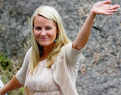 Mette-Marit sai apua Norjan kruununprinsessa Märtha Louiselta, joka on perehtynyt vaihtoehtoisiin hoitomuotoihin ja selvännäkemiseen.