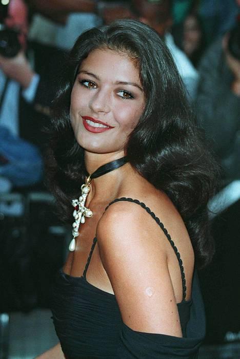 Catherine Zeta-Jones 24-vuotiaana vuonna 1993.