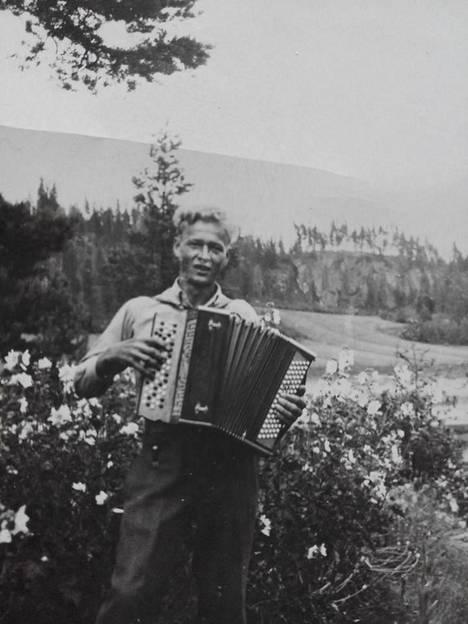 Aate Matias Hautamäki juhannuksena 1938.