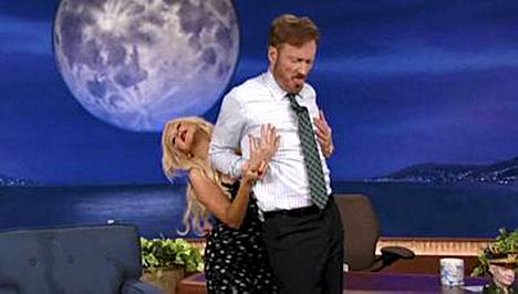 Christina Aguilera vieraili Conan OBrienin ohjelmassa.