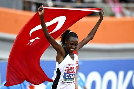 Yasemin Can voitti mestaruuden naisten 10000 metrillä.