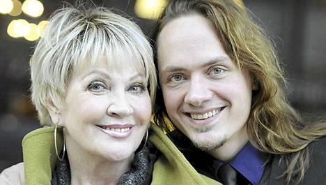 Hannele Lauri ja poika Tomi näyttelevät yhdessä.