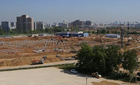 Skolkovon yrityspuiston rakennustyömaata viime keväältä.