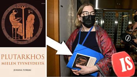 Tytti Yli-Viikari kantoi mukanaan Plutarkhoksen kirjaa Mielen tyyneydestä.