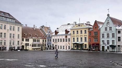 Tallinnan Raatihuoneen tori oli perjantaina hiljainen.