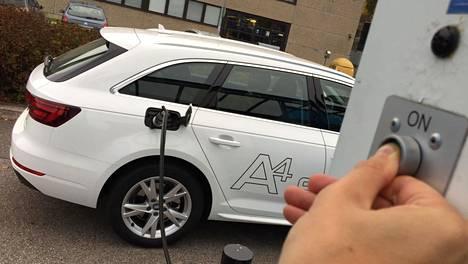 Kolmesta autojätistä vain Volkswagen-konserni tarjoaa kaasuautoja. Kuvassa Audi A4 Avant G-Tron 2.0 TFSI S tronic saa käyttövoimaa tankkiinsa.