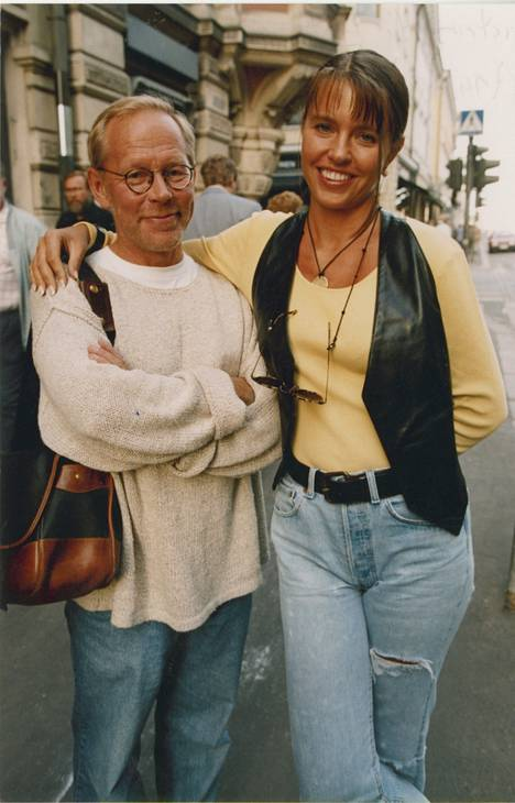 Anu Saagim ja Ristomatti Ratia avioituivat vuonna 1994. Kuva on otettu avioitumisen aikoihin.
