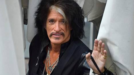 Aerosmith-yhtyeen kitaristi Joe Perry kiidätettiin sairaalaan – lyyhistyi keikan jälkeen
