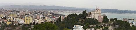 Kuvassa Durrësin kaupunki.