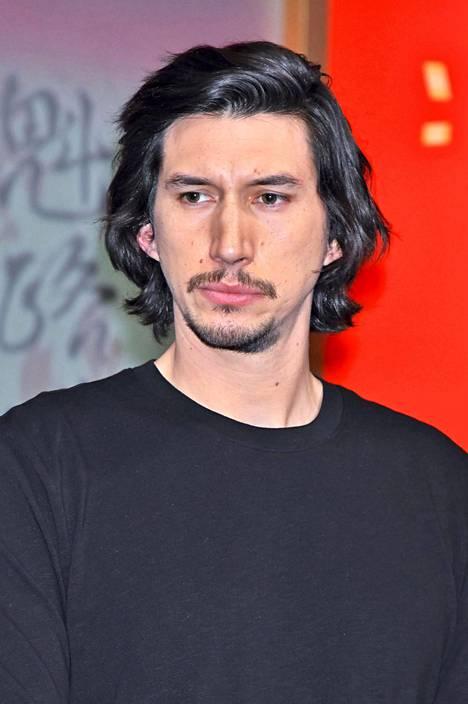Adam Driver esittää Star Warsissa pahis Kylo Reniä.