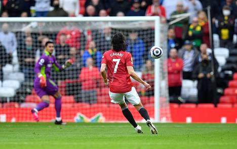 Edinson Cavani lähetti kaukaa korkean roikkupallon yli maalivahti Areolan. Maali oli uruguaylaiselle kauden kymmenes.